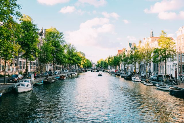 Customer Experience Worldwide - Dutch Canal